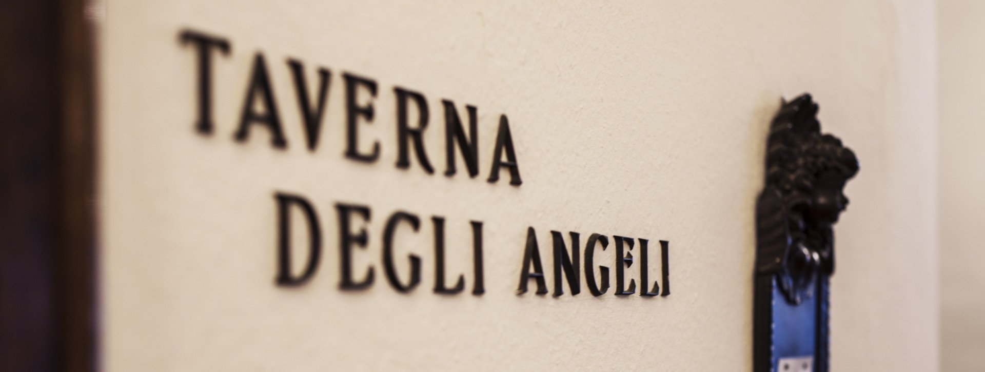 Big nameplate of Taverna degli Angeli