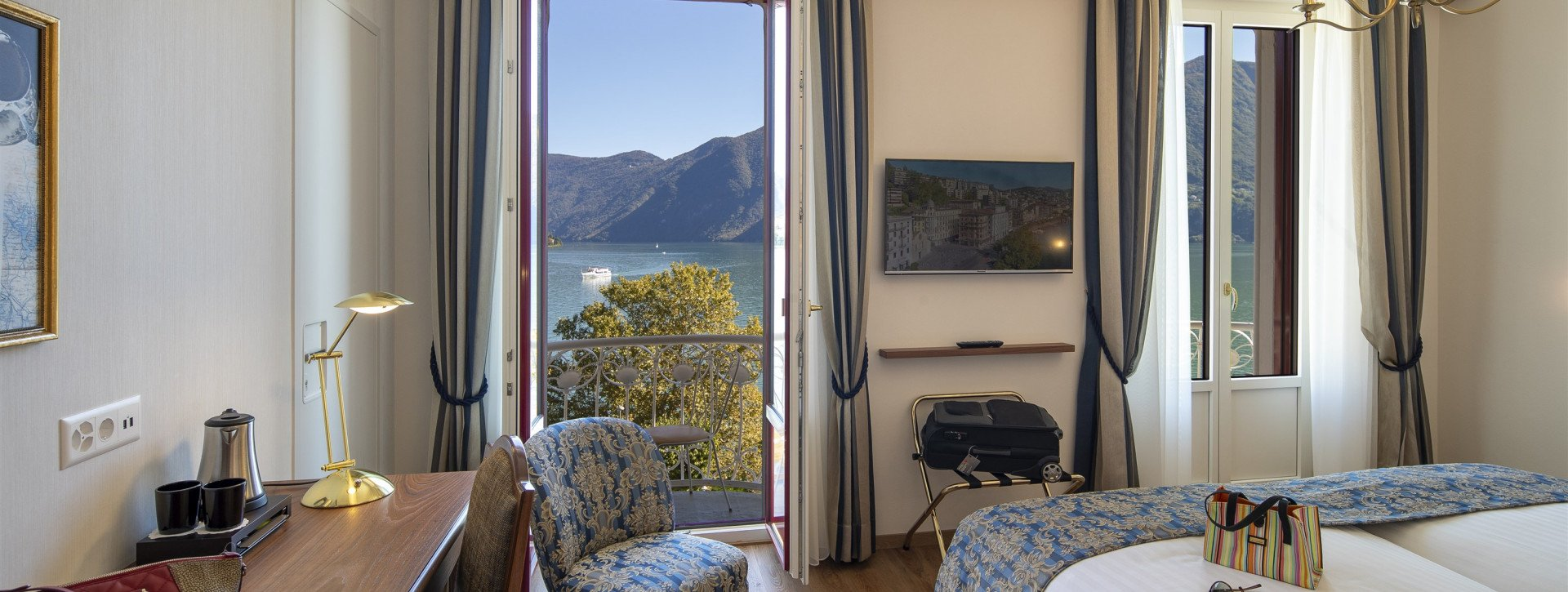 Double Room Panorama with balcony and lake view