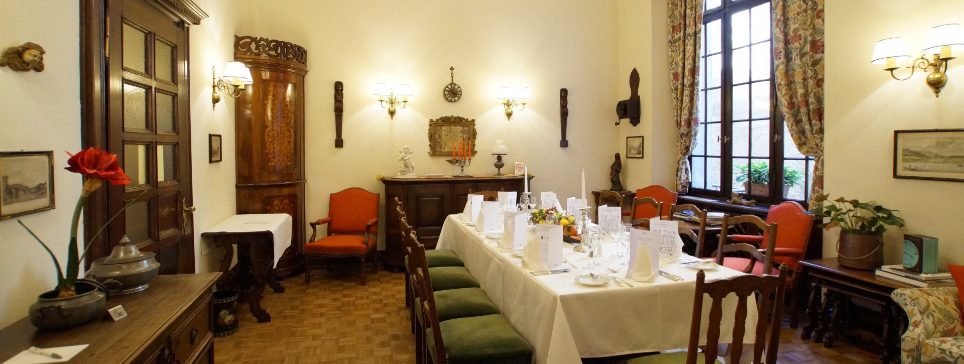 Taverna degli Angeli with antic furniture