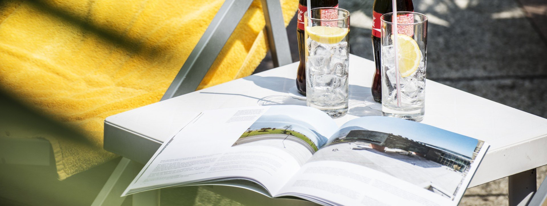 A magazine and two cola in the garden